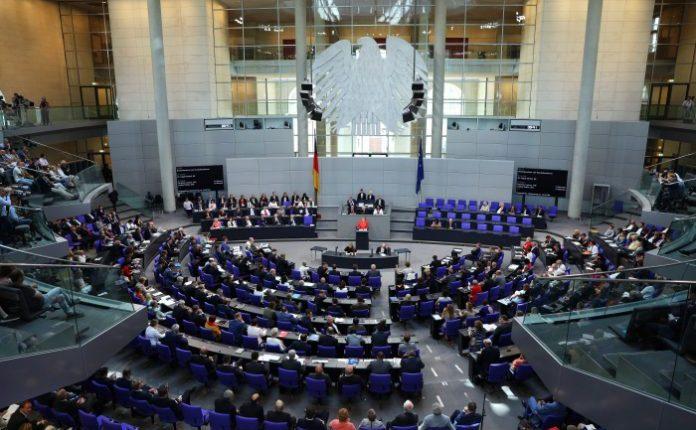 german-parliament-696×446